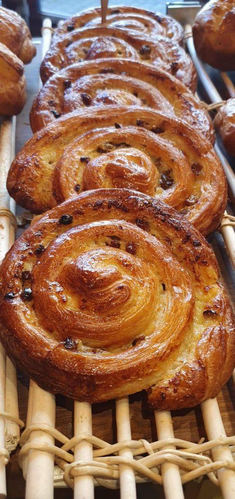 Petit déjeuner, boulangerie bio à besse et saint anastaise, le terrier
