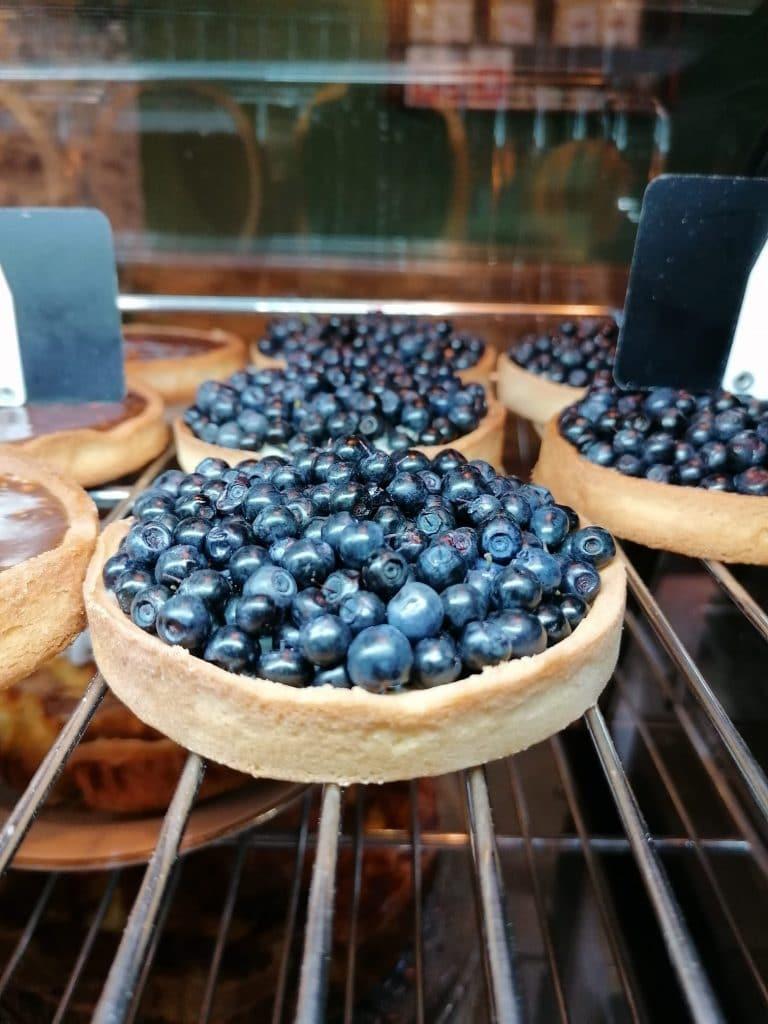 Pâtisseries et fruits de saison à Besse